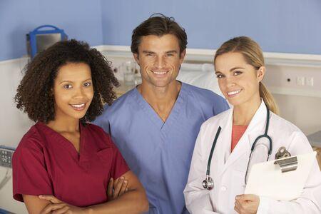 bata blanca: Los médicos del hospital y la enfermera retrato
