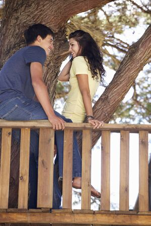 pareja de adolescentes: Pares adolescentes en Treehouse