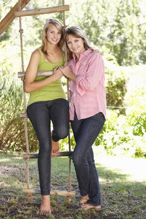 madre e hija adolescente: Madre e hija adolescente Por Treehouse