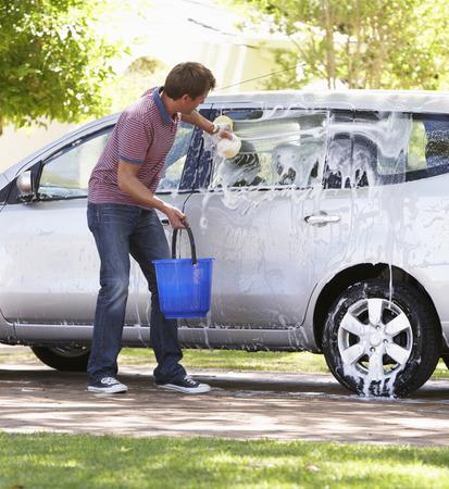 Man wassen Auto In Drive Stockfoto