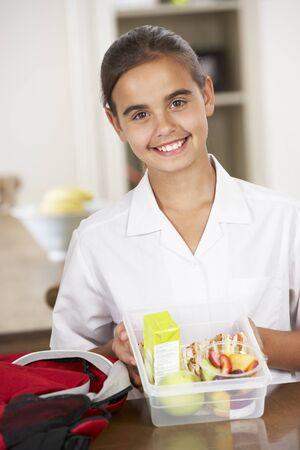 colegiala: Colegiala Con Healthy Lunchbox En Cocina