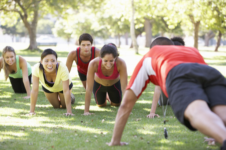 gruppe m�nner: Instructor Jogging Fitness Boot Camp