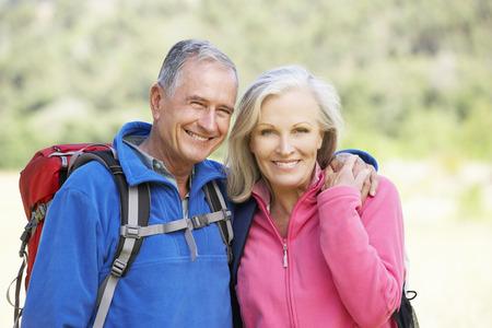 ハイキングに年配のカップルの肖像画 写真素材