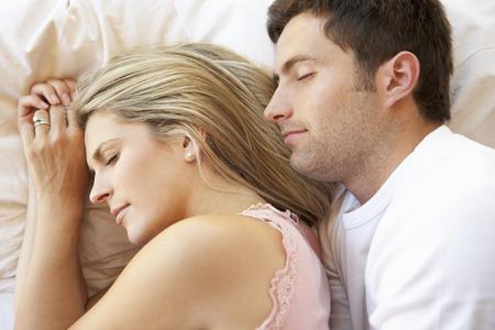 pareja durmiendo: Couple Sleeping In Bed Foto de archivo