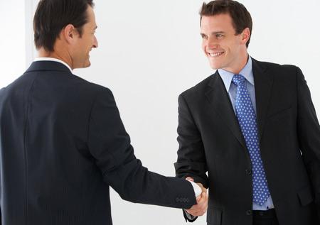 ejecutivos: Dos empresarios agitación Hands
