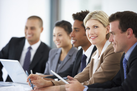Portrait Of Female Executive Attending Office Meeting With Colleagues Banque d'images