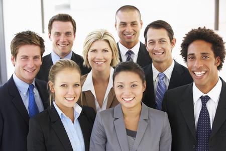 Grupp av glada och positiva Affärsmän Stockfoto