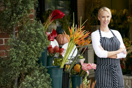Portrait Of Female Florist Outside Shop Standard-Bild