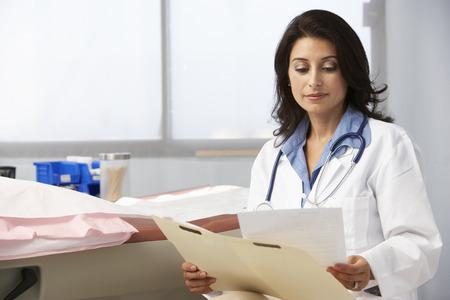 bata blanca: Doctora en Cirugía Lectura Notas Paciente