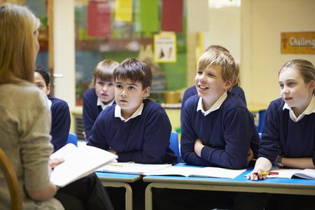Tanár tanítás lecke elemi iskolások Stock fotó