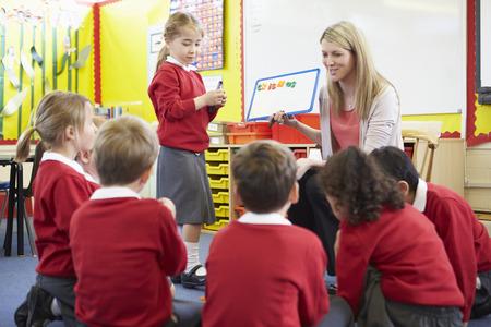 小学校の生徒に教師教育スペル
