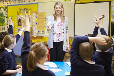 preguntando: Profesor de Enseñanza Lección Para alumnos de Escuelas Primarias