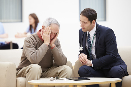 Senior Man Discussing Test Results With Doctor Stockfoto