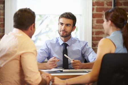 Paarvergadering Met Financieel Adviseur In Office