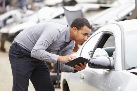 車大破検査でデジタル タブレットを使用して損失アジャスター