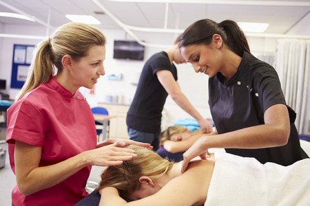massaggio: Allievo d'aiuto formazione per diventare massaggiatrice