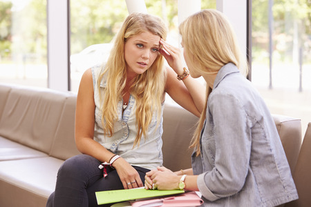 Depressieve Student Talking To Counselor