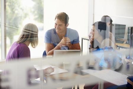 erwachsene: Ältere Studenten arbeiten In College Breakout-Bereich