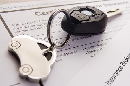 Auto chiavi e portachiavi in ??materia di assicurazione Documenti Archivio Fotografico - 42314711