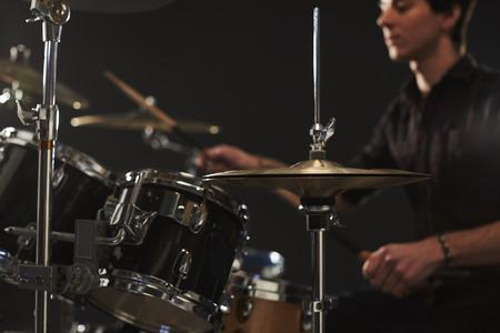 Close-up Van hoge hoed bekkens Drummer's Drum Kit Stockfoto - 71235820
