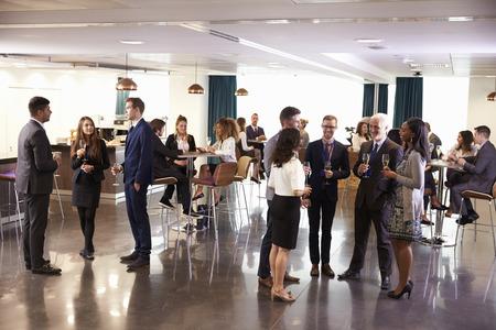 Delegates Networking At Conference Drinks Reception Banque d'images