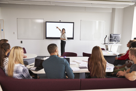 Les étudiants inscrits à l'université Conférence sur le campus Banque d'images