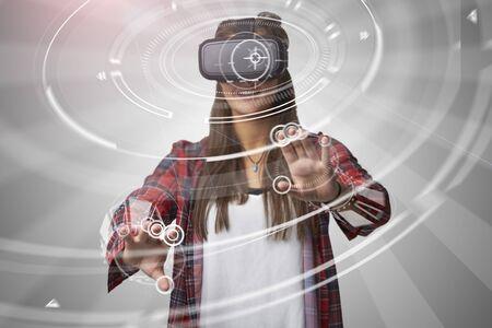 仮想現実のヘッドセットを使用して女性 写真素材