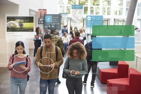 Millennials Uso de Medios de Comunicación Social Con Espacio en blanco Foto de archivo - 71235542