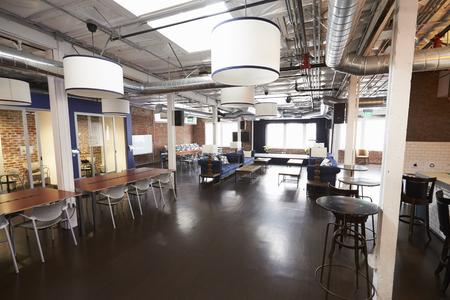 아무도없는 현대적인 디자인의 사무실 인테리어