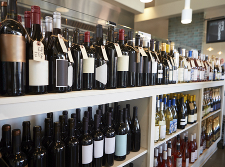 Bottles Of Wine On Display In Delicatessen Archivio Fotografico