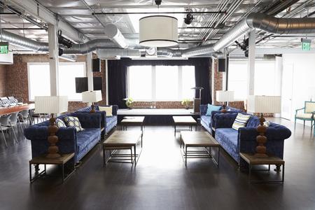 Ontspanningsgebied In Modern Open Place Office Stockfoto