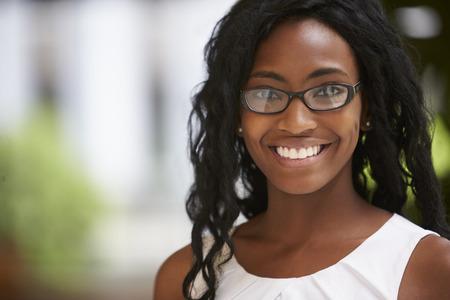 眼鏡をかけて若い黒人実業家、クローズ アップ 写真素材