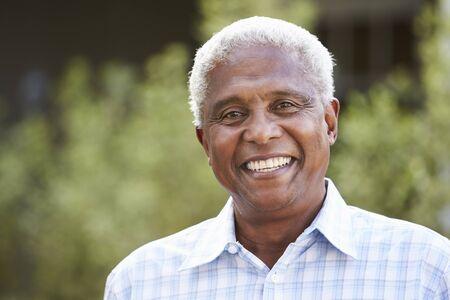 Portrait d'un homme afro-américain âgé, gros plan