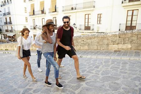 휴가 산책,이 비자, 스페인, 성인 친구가 까이 서 스톡 콘텐츠