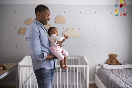 父持株赤ん坊の娘の保育園で