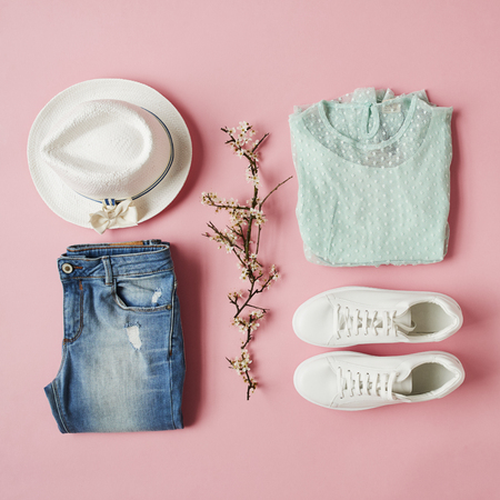 Flat Lay Shot Of Girls Lente Kleding En Accessoires
