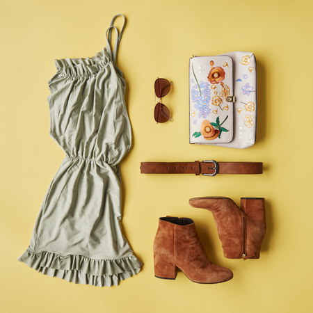 Flat Lay Shot Of Female Holiday Clothing And Accessories Banco de Imagens - 85458906
