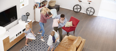Overhead Shot Of Parents Playing With Children In Lounge Banque d'images