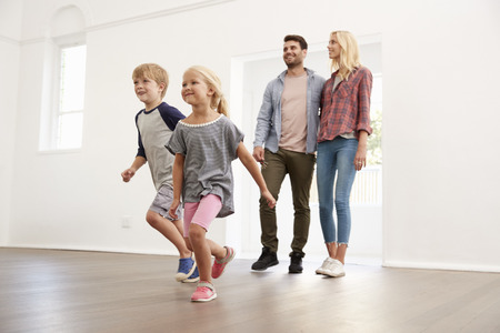 Excited Family Explore New Home On Moving Day Banque d'images