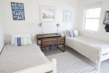 美しい光と風通しの良い子供の寝室のインテリア ビュー 写真素材