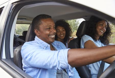 Family With Teenage Children In Car On Road Trip Foto de archivo