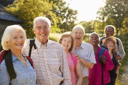 Portrait Of Senior Friends Hiking In Countryside Banque d'images