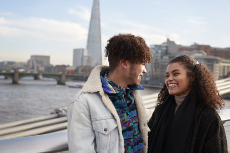 Young Tourist Couple Visiting London In Winter Reklamní fotografie