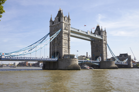 LONDON - MAY, 2017: Tower Bridge on the River Thames, City Of London, London Reklamní fotografie - 99330922