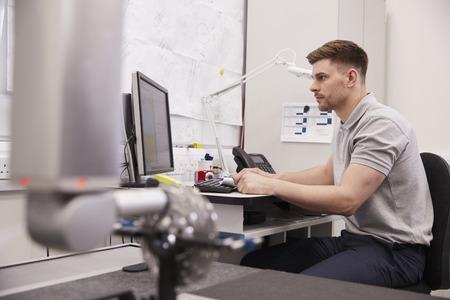 Male Engineer Uses CMM Coordinate Measuring Machine In Factory Banco de Imagens - 99607399