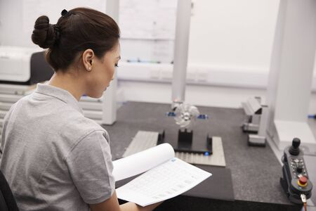 Female Engineer Uses CMM Coordinate Measuring Machine In Factory Banco de Imagens - 99607120