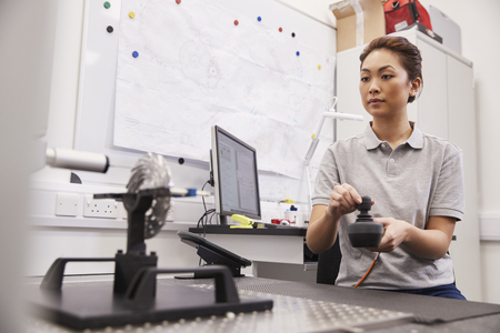 Female Engineer Uses CMM Coordinate Measuring Machine In Factory Banco de Imagens - 99607270