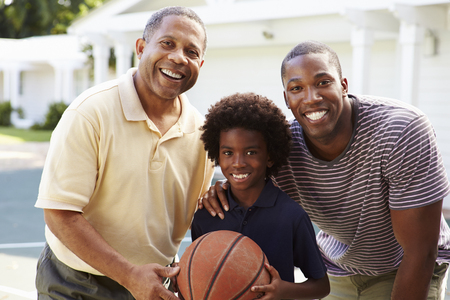 Grandfather With Son And Grandson Playing Basketball Standard-Bild