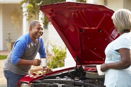 Retired Senior Couple Working On Restored Car Standard-Bild