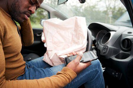 Un automobiliste blessé dans un accident de voiture après avoir utilisé un téléphone portable en conduisant